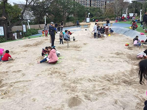中和員山公園:沙坑也不小