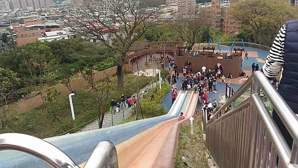 中和員山公園:好高阿~溜滑梯