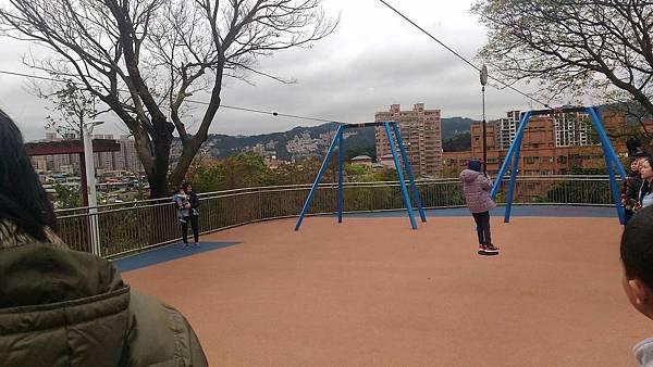 中和員山公園:如果滑太快會飛很高
