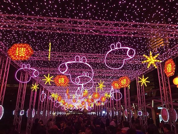台北燈節2019搶先看 佩佩豬浪漫燈海區