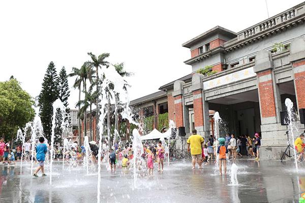【新竹玩水景點(免費)】💦新竹市府前廣場