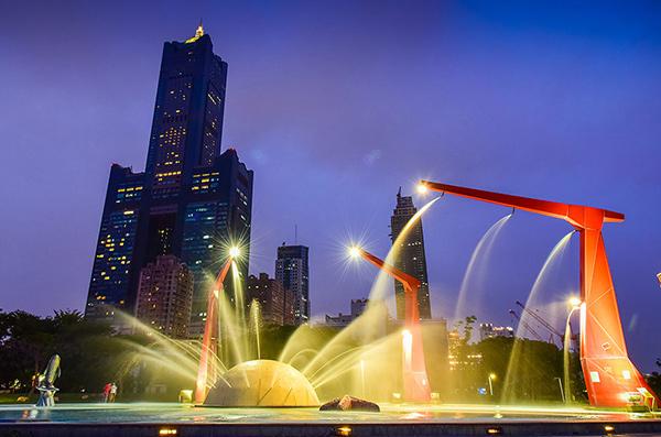 【高雄玩水景點(免費)】💦新光碼頭-星光水岸公園