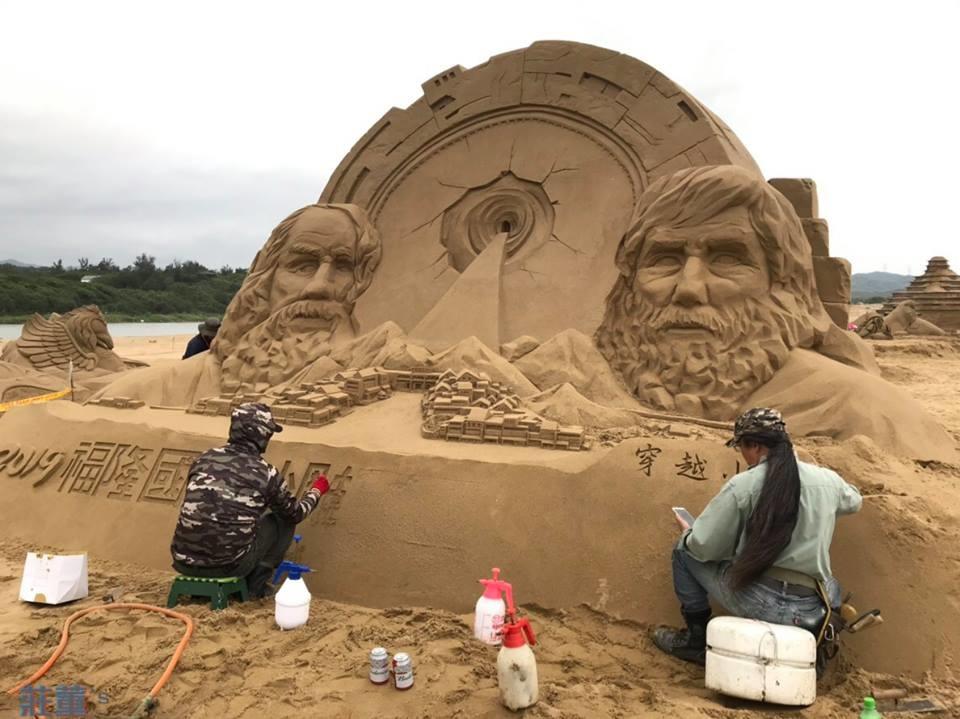 2019福隆沙雕季4/19正式開始,但福隆海灘上已有藝術家進行創作~搭模板、堆沙、灑水、夯沙