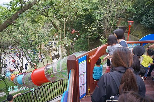 """新北市特色親子公園:<三峽公園>來中山公園挑戰:療癒森林的""""彩色水管滑梯"""""""