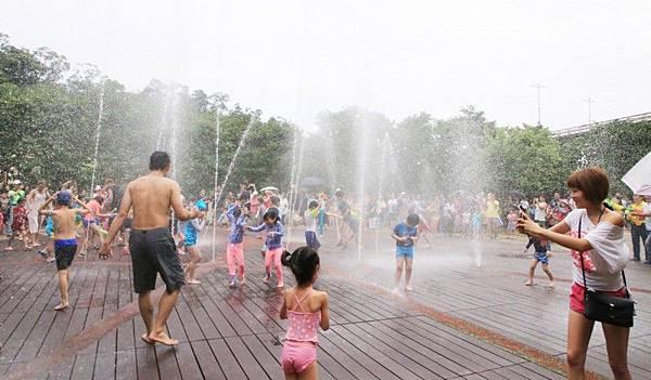 【台北玩水景點(免費)】💦暖暖親水公園