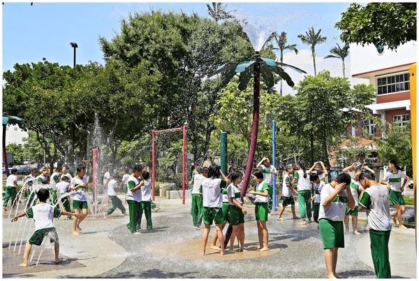 苗栗玩水景點(免費):苗栗市民廣場噴水池