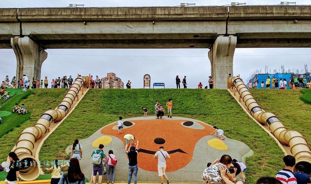 新北大都會公園 堤坡樂園/堤坡溜滑梯樂園 台灣獮猴造型管狀溜滑梯