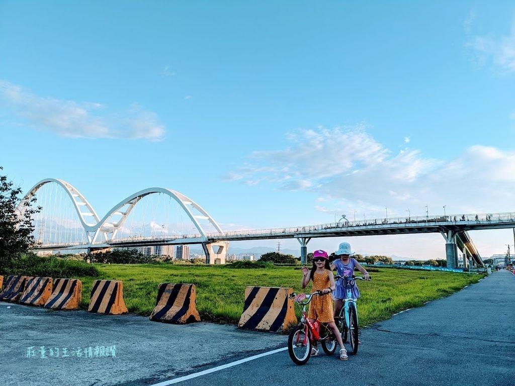 新北市 新月橋 騎腳踏車
