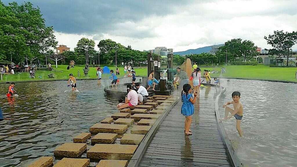 台北玩水景點 內湖運動公園-親水池