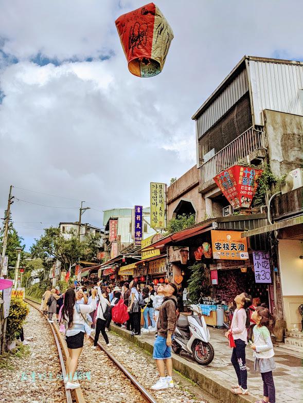 新北十分瀑布一日遊 (十分老街 (1).jpg