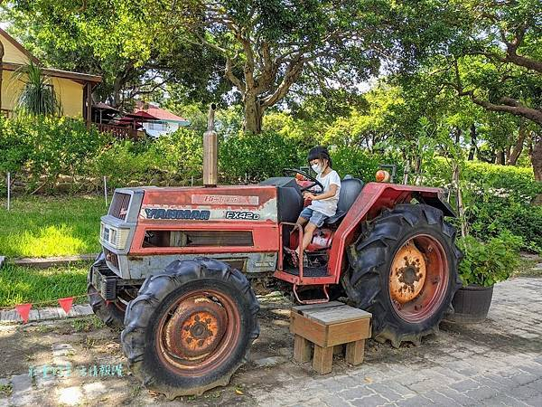 農場拖拉車.jpg