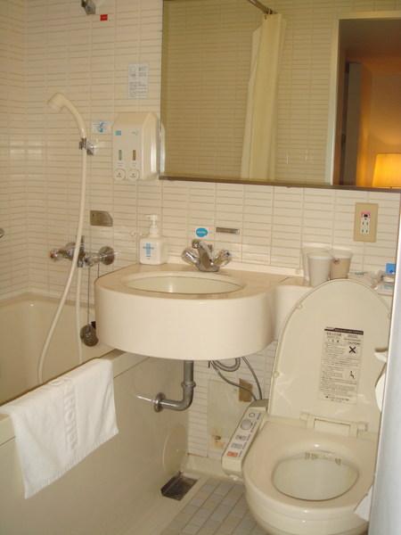 浴室雖小 但五臟俱全