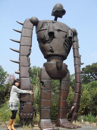 2007_0412_132158室內不能拍照 大家來宮崎駿博物館的照片都只有這個機器人.JPG