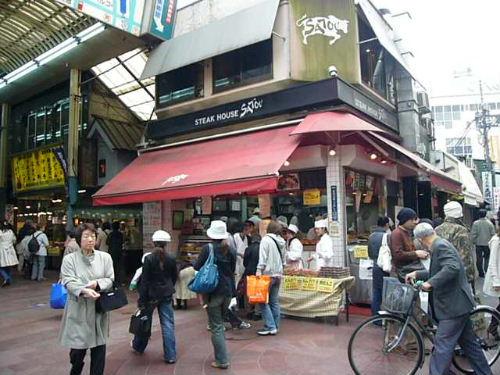 2007_0412_144520書上說很有名很好吃 看來今天人潮很少 打算買來吃.JPG