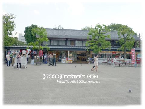 禮品販賣區和等等要吃飯的地方...