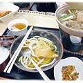 晚餐-雞肉凍餐+烏龍麵...好吃!!飯和泡菜無限供應...這是團體才有的特權?!