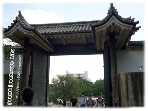 由大阪城門由內往外