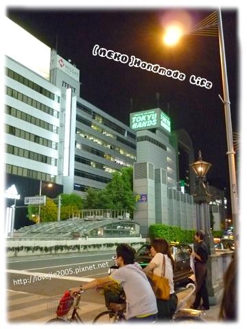 看到Tokyu Hands的店囉~是一整棟的超大購物中心!!
