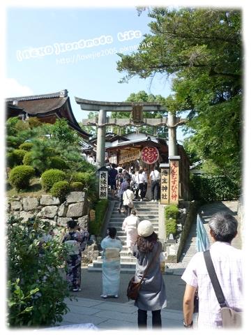 在清水寺可以看到不少女生著和服喔!!
