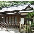 神社對面的日式平房