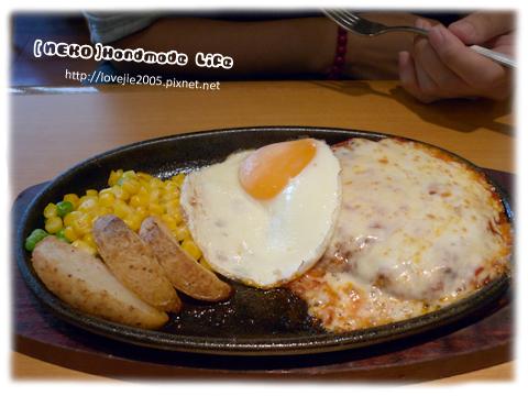 午餐...我的漢堡肉餐499円,飲料無限...