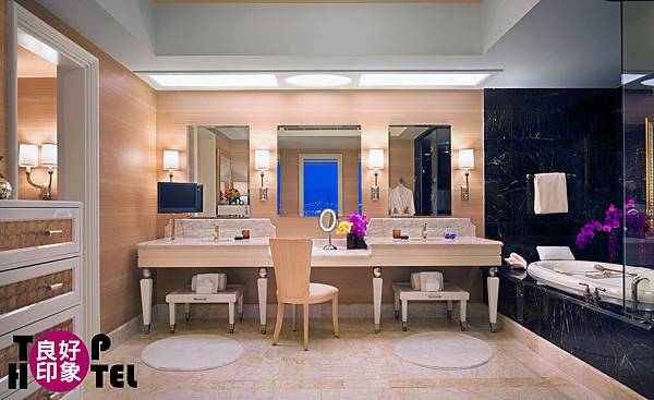 Wynn One Bedroom Suite - Bath by Barbara Kraft.jpg