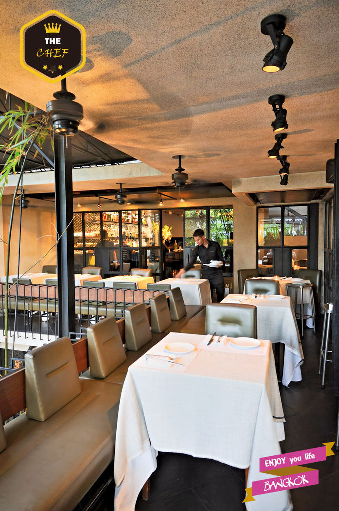 EatMeRestaurantBangkok_BalconyDining_9941.jpg
