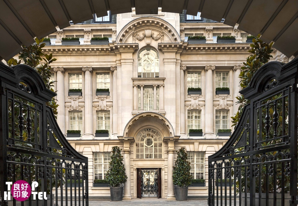 Rosewood London_Entrance_Wrought Iron Gates leading to Courtyard.jpg