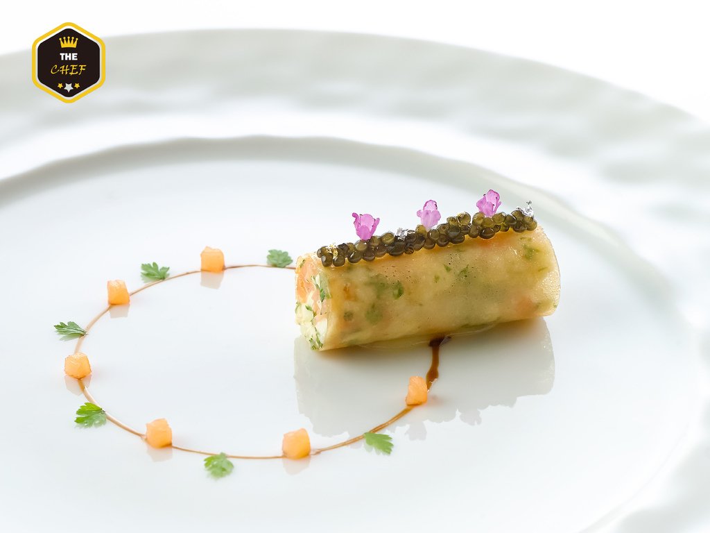 Crab _frivolit__with caviar and smoked salmon brunoise (close-up).jpg