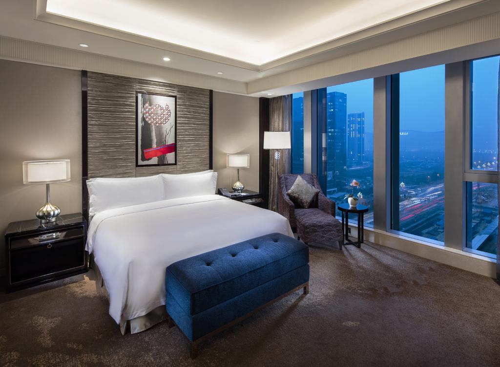 Fairmont Chengdu - Guest Room.jpg