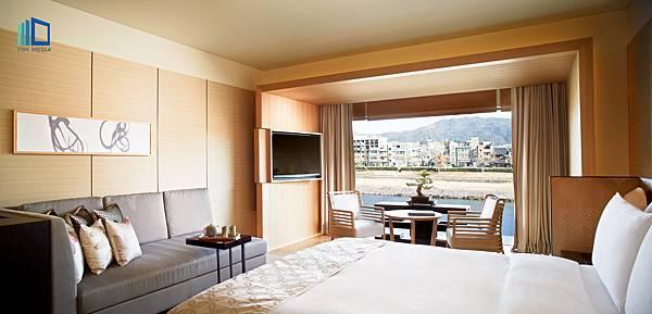 Luxury_King Bedroom.jpg