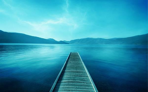On-a-bridge-going-to-sea-holiady-time-hd-desktop.jpg