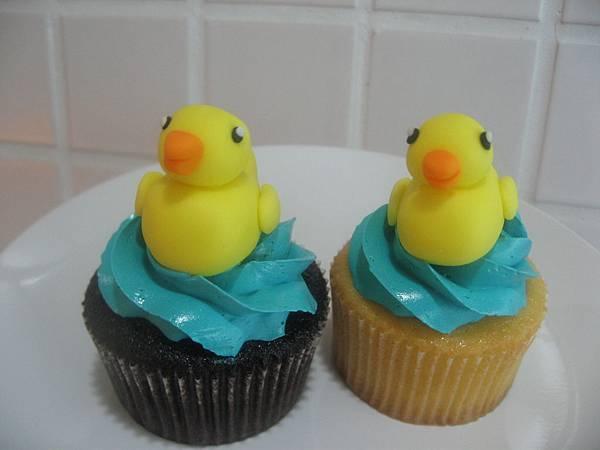 黃色小鴨翻糖蛋糕.jpg