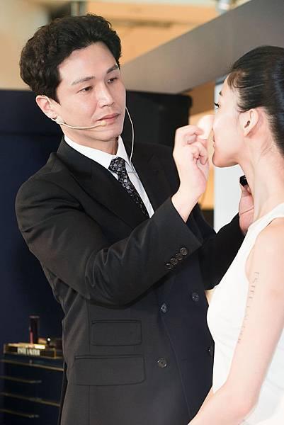 2015.09.04-雅詩蘭黛全球彩妝師Alex Cho示範2015最in韓妝2