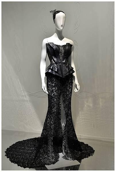 施華洛世奇攜手婚紗品牌JULIA WEDDING以剔透水晶打造完美璀璨禮服!
