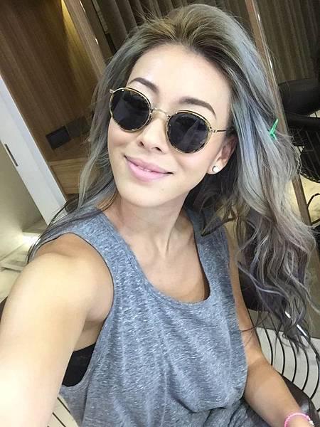 蔡詩芸示範 「奶奶灰」個性高雅髮色,預計將成為2016年的髮色新趨勢!