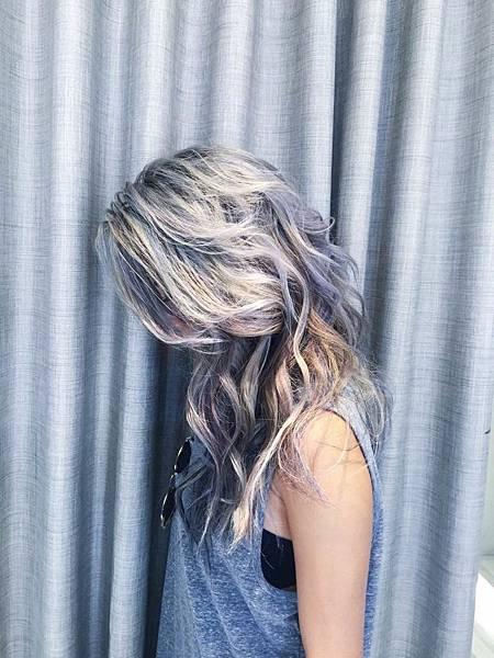 蔡詩芸示範 「奶奶灰」個性高雅髮色,預計將成為2016年的髮色新趨勢! (1)