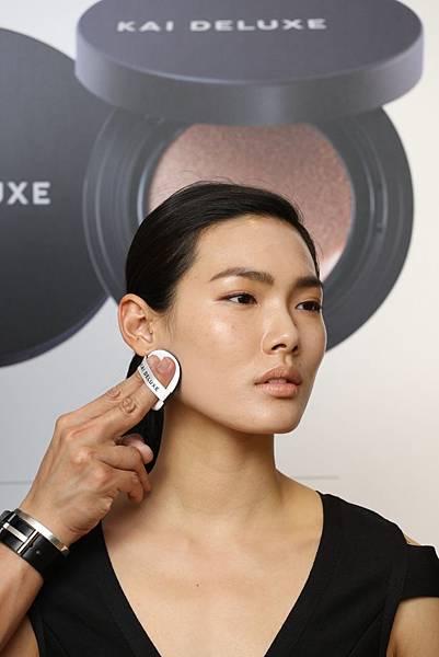 KAI DELUXE型色大師光采氣墊粉餅新品上市記者會_妝容示範