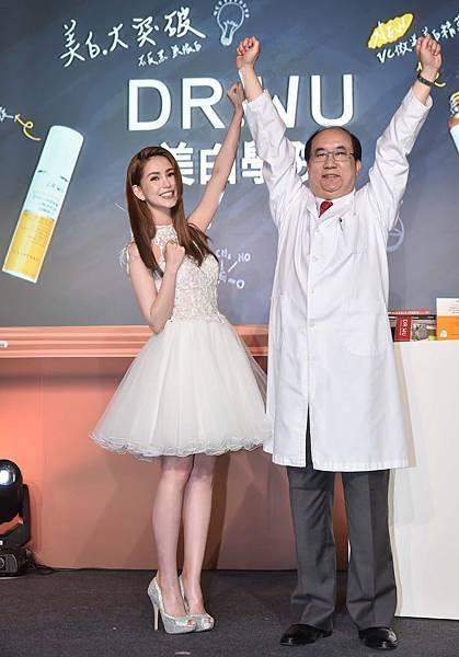 DR.WU代言人昆凌與創辦人吳英俊醫師重現廣告動感動作