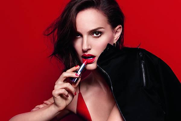 娜塔莉波曼演繹全新迪奧藍星唇膏