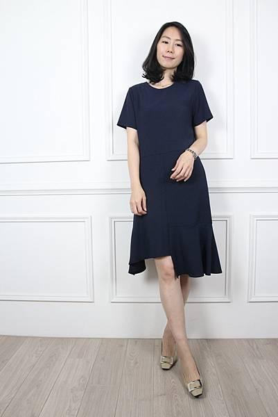 70615.質感純色不規則拼接洋裝 藍 $1980