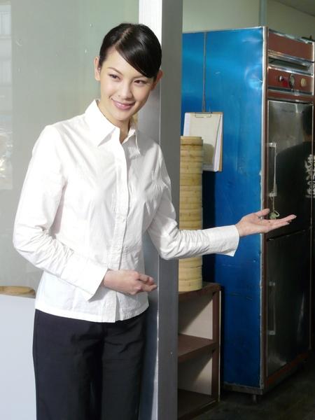 林若亞放下名模身段 在十里桂花香裡演自己.JPG