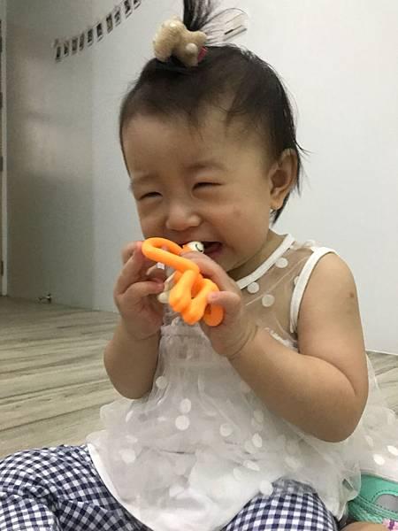 英國Matchstick Monkey咬咬猴牙刷固齒器,固齒器,兒童牙刷,牙膏,寶寶刷牙,寶寶牙齒,combi,巧虎,乳齒,乳牙,指套,日本製,咬咬樂