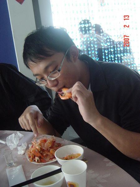 很會吃蝦子...