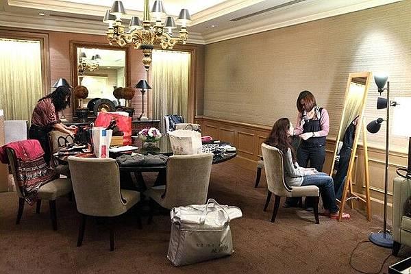 新娘室就在餐廳旁邊的一整個廳