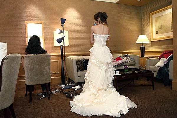 這件婚紗背後超美的 那個漸層我超愛