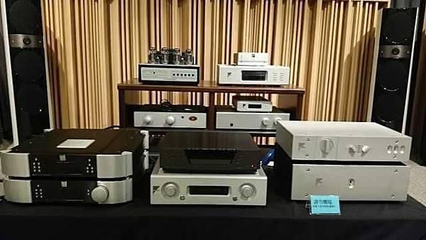 MOON 650D CD MOON 600I AMP AYRE AX-5 AYRE AX-7