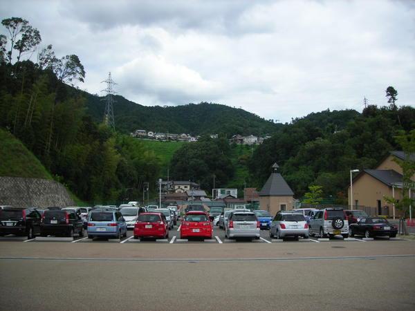 體育館外面的停車場