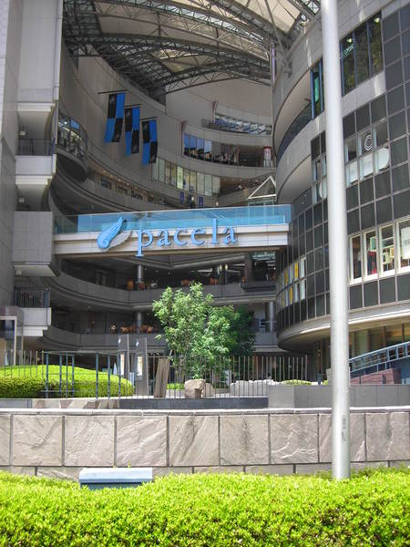 兩個新舊SOGO之間的廣場