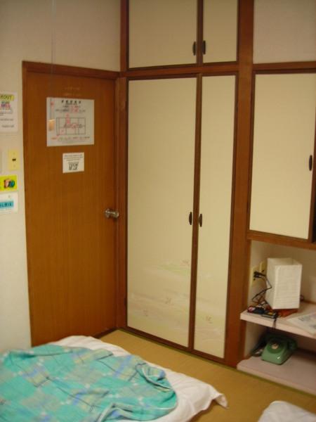 有點小的房間